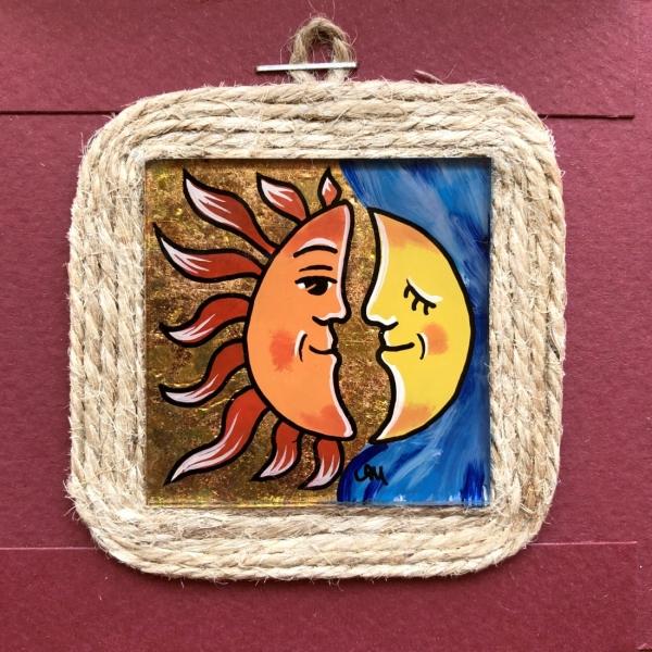 Miniatură pictată pe sticlă motiv Soarele și Luna