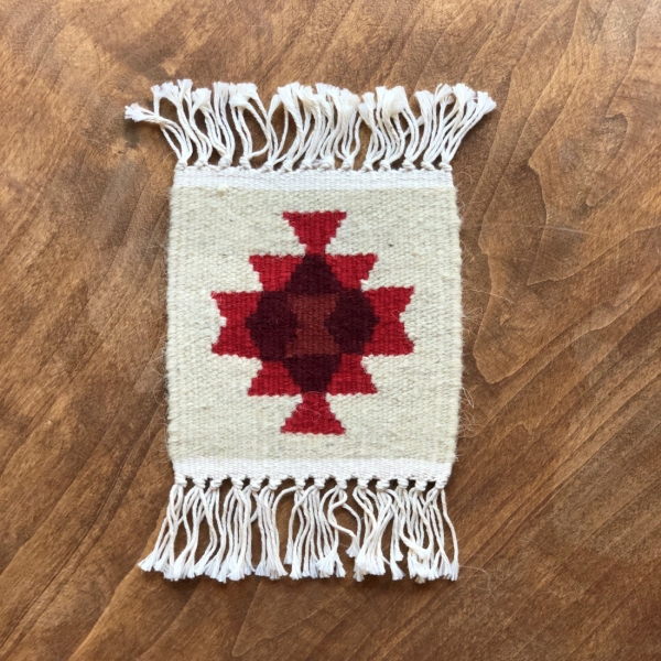 Carpetă 15x15 cm motiv geometric roșu