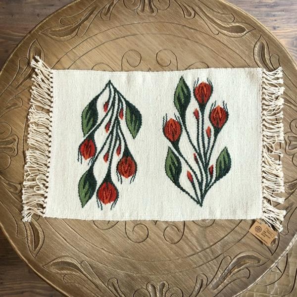 Carpetă 45x30 cm motiv boboci de trandafiri
