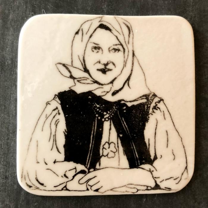 Magnet porţelan model portret țărancă