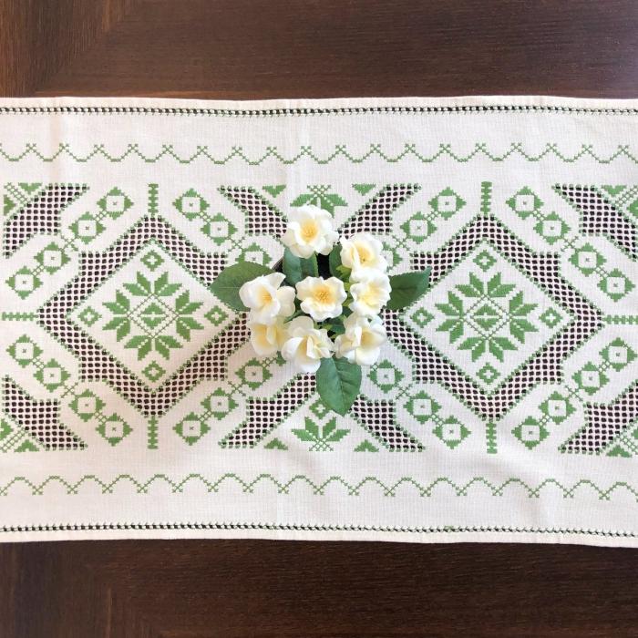 Șervet de masă -  0.5x1.5 m broderie verde