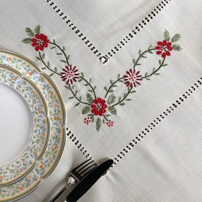 Față de masă - 2.2x1.7 m flori roșii
